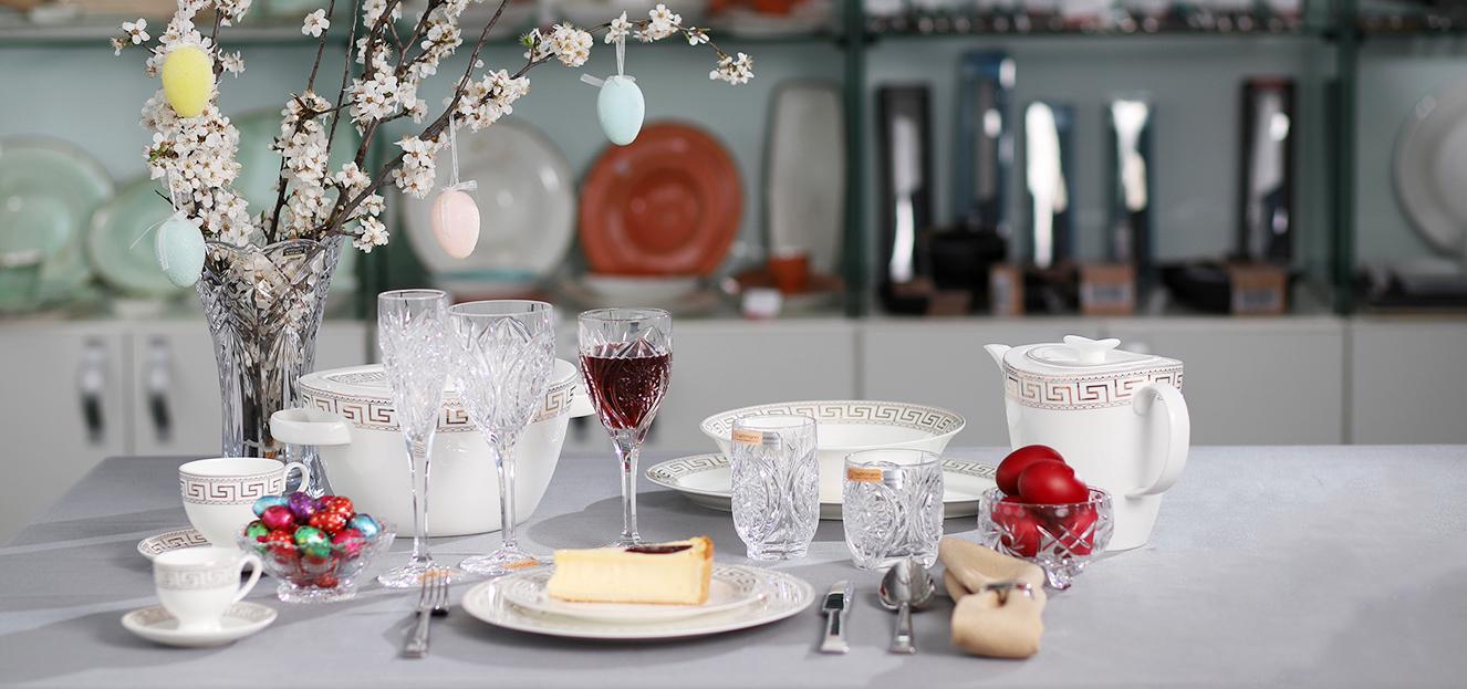 Articole de cristal, cristalin si portelan pentru aranjarea mesei foarte bun